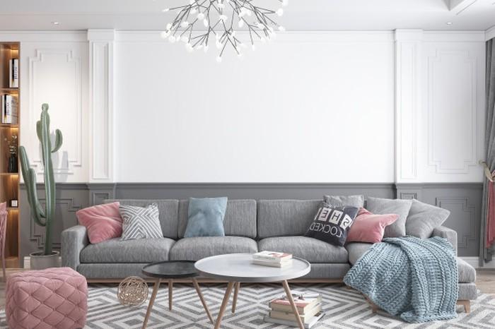Desain ruang keluarga yang satu ini terlihat nyaman. Dinding dengan aksen timbul memberikan kesan mewat namun tetap terlihat simple (sumber : freepik)