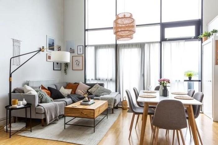 Bagi rumah dengan lahan terbatas, kalian dapat memanfaatkan ruang keluarga dengan ruang makan menjadi satu dan kalian bisa tambahkan sekat (sumber : pinterest.com/grillodesigns)