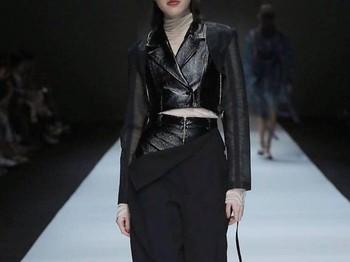 Penampilan Gera saat melakukan runway fashion showFoto: instagram.com/galagea_