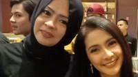 <p>Masih aktif di dunia hiburan, terakhir ia bermain sinetron <em>Amanah Wali 4</em>, lho. Jadi, Bunda bisa menyaksikan akting Munawaroh setiap hari nih selama bulan Ramadhan. (Foto: Instagram @maryati.tohirr)</p>