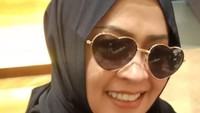 <p>Kini, penampilan Maryati pun bikin pangling. Sekarang ia pakai jilbab dan makin cantik. Tak sedikit penggemar menyebutnya awet muda lho, Bunda. (Foto: Instagram @maryati.tohirr)</p>