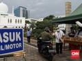 FOTO: Bagi-bagi Takjil Drive Thru di Masjid Al Azhar Jakarta