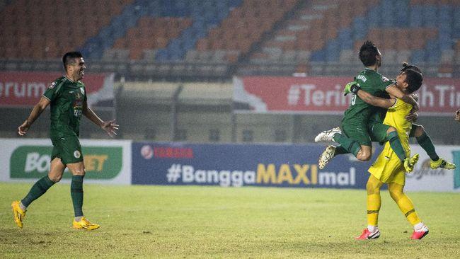 Kiper PSS Sleman Ega Rizky menjadi pahlawan kemenangan tim Super Elang Jawa saat menyingkirkan Bali United di babak perempat final Piala Menpora 2021.