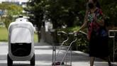 Langkah mengganti kurir manusia dengan robot diharapkan bisa memanfaatkan lonjakan pengiriman yang meningkat sejak pandemi Covid-19.