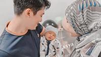 <p>Pada 30 Maret lalu, Irwansyah dan Zaskia Sungkar dikaruniai seorang anak laki-laki, yang diberi nama Ukkasya Muhammad Syahki. (Foto: Instagram @zaskiasungkar15)</p>