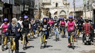 FOTO: Saat Perempuan Irak Ramai Bersepeda Kelilingi Mosul