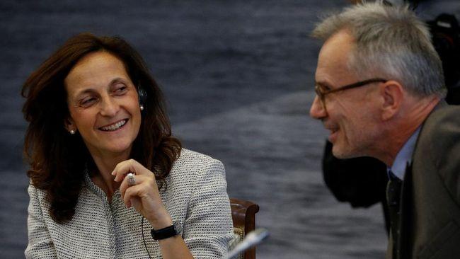 Untuk pertama kalinya setelah 170 tahun berdiri, kantor berita Reuters menunjuk editor perempuan, Alessandra Galloni, sebagai pemimpin redaksi, Selasa (13/4).