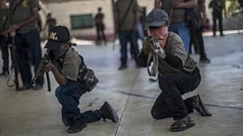 FOTO: Anak Meksiko Siap 'Angkat Senjata' Lawan Kartel Narkoba