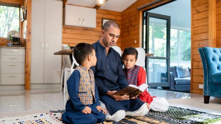 Reading Quran during Ramadan.
