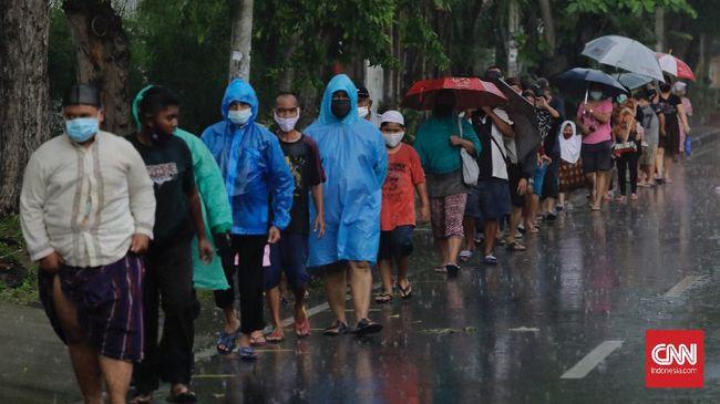 BMKG merilis peringatan hujan lebat disertai petir dan angin kencang berpotensi terjadi di sejumlah daerah DKI Jakarta sejak siang hingga Rabu sore ini.