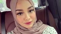<p>Jika dilihat di unggahan Ramadhan tahun lalu, Aurel memang kerap mengenakan hijab khusus di bulan suci ini. (Foto: Instagram @aurelie.hermansyah)</p>