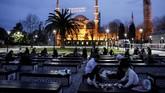 Untuk merayakan puasa pertama di bulan Ramadan 2021, banyak umat Muslim di seluruh dunia merayakannya dengan buka puasa bersama.