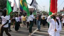 Aktivis Gelar 'Protes Berdarah', Myanmar Bersimbah Cat Merah