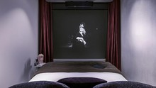 Hotel di Paris Suguhkan Sensasi Bermalam dalam Bioskop