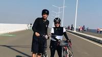 <p>Sama-sama memiliki hobi bersepeda, Ikke Nurjanah dan Karlie Fu dipertemukan pertama kali karena hobinya itu. (Foto: Instagram @karliefu_)</p>