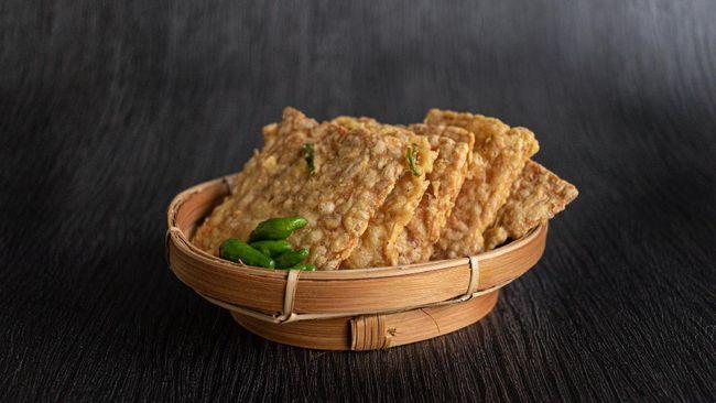 Apa lagi yang lebih nikmat daripada tempe goreng untuk takjil? Namun jarang yang tahu bagaimana proses dan asal-usul pembuatan tempe.