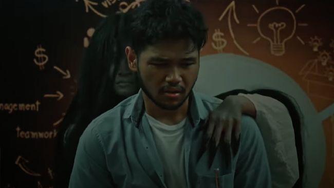 Jangan Sendirian merupakan film horor terbaru Indonesia yang tayang beberapa waktu lalu.
