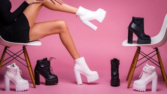 Model Sepatu yang Harus Dihindari Perempuan Bertubuh Mungil