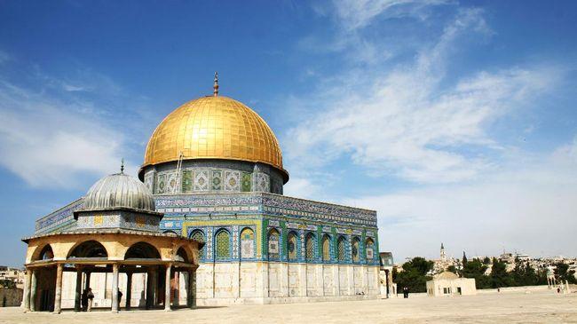 Qubbat as-Sakhrah atau Kubah Batu di kompleks Masjid Al-Aqsa, Yerusalem, merupakan karya arsitektur bernapaskan Islam tertua, yang kini menjadi rebutan.
