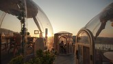 Restoran-restoran di Turki menawarkan sensasi makan di dalam kubah kapsul sebagai upaya menjaga jarak dalam mencegah penyebaran Covid-19.