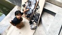 <p>Sekala juga mengikuti berbagai macam kegiatan lainnya di Pulau Dewata. Kali ini Ditto mengabadikan potret sang putra yang sedang asyik melukis. Makin menggemaskan ya, Bun? <em>He-he-he</em>.(Foto: Instagram @dittopercussion).</p>