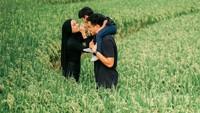 <p>Pasangan yang menikah pada 13 September 2015 itu memboyong putra mereka, Dia Sekala Bumi untuk menetap di Pulau Dewata sejak akhir 2020 lalu. (Foto: Instagram @dittopercussion).</p>