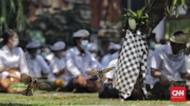 Seorang dosen di Jakarta, Desak Made Darmawati meminta maaf kepada umat Hindu atas dugaan penistaan agama saat berceramah.