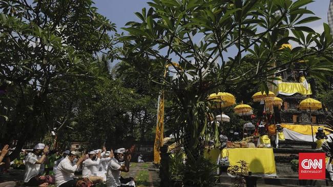 Hari Raya Galungan, yang tahun ini jatuh pada Rabu (14/4), adalah momen di mana umat Hindu memperingati terciptanya alam semesta jagad raya dan seluruh isinya.