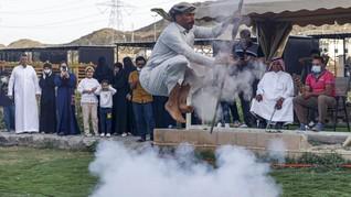 FOTO: Tradisi Taashir dari Arab Saudi, Menari di atas Mesiu