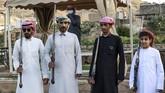 Taashir merupakan salah satu tarian tradisional dari Arab Saudi yang menggunakan senapan dan mesiu sebagai komponen penampilannya.