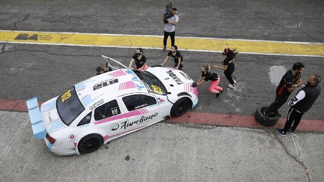 Vitarti Girl's Team adalah tim balap pertama di Argentina yang seluruh kru dan pembalapnya adalah perempuan.