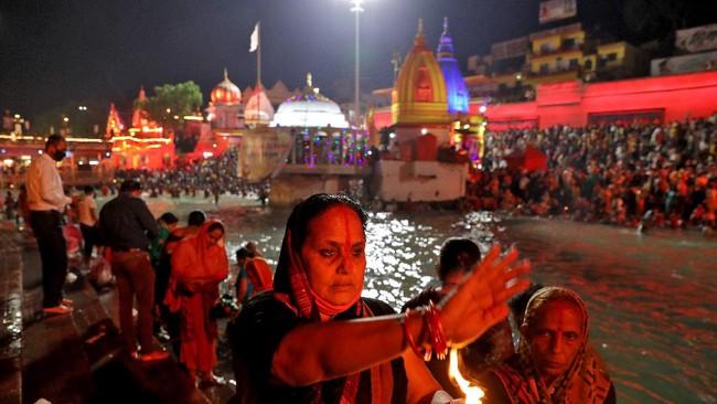 Motif Buang Jasad Diduga Pasien Covid di Sungai India Terkuak
