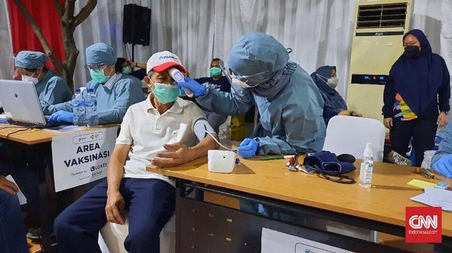 Kemenkes Sebut Vaksinasi Turun Imbas Lansia Enggan Disuntik
