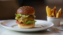 FOTO: Kenikmatan Burger ala Koki Michelin Seharga Rp200 Ribu