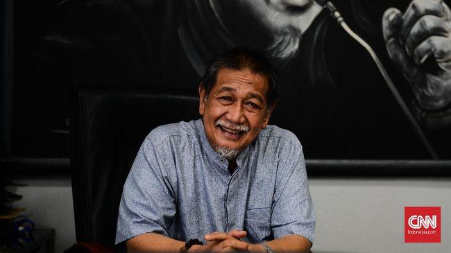 Sinetron Lorong Waktu lahir dari ide kreatif seorang Deddy Mizwar. Berikut bincang-bincang CNNIndonesia.com dengan pemeran Pak Haji Husin ini.