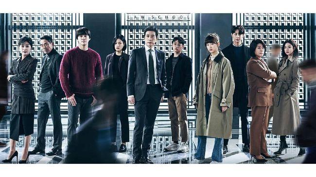 Drama Korea Law School bisa disaksikan setiap Rabu dan Kamis pukul 21.00 WIB di Netflix.