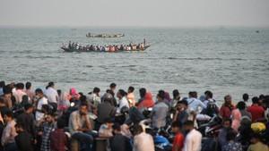FOTO: Kembara Warga Bangladesh Hindari Lockdown Negara