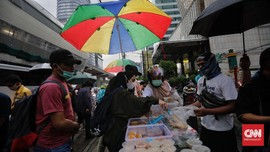 FOTO : Berbuka Puasa di Jalanan Kala Pandemi