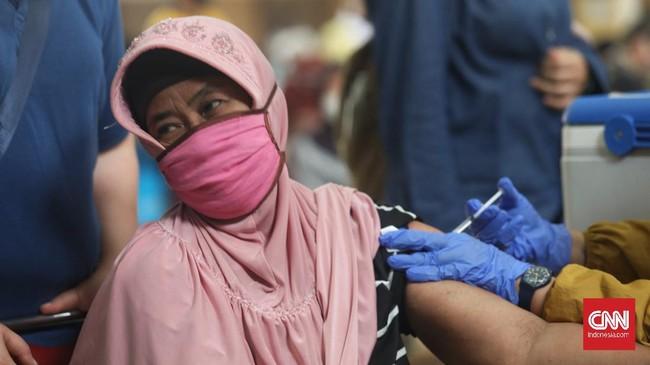 Menkes menyatakan progres penyuntikan vaksin virus corona pada warga lansia berjalan lamban ketimbang vaksinasi yang menyasar petugas pelayanan publik.