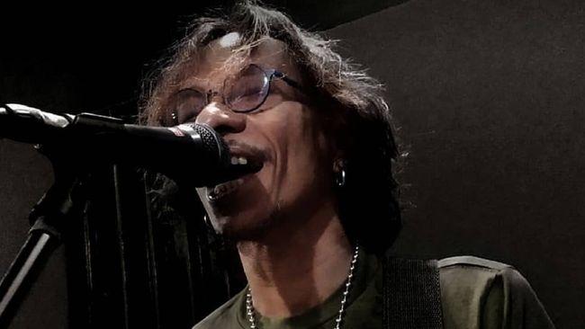 Grup band rock Boomerang gelar konser virtual dalam rangka galang dana untuk pemain bass Hubert Henry yang tengah dirawat dan tidak sadarkan diri.