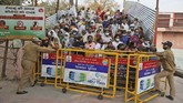 Lebih dari seribu orang di India dinyatakan positif Covid-19 setelah perayaan ritual mandi di sungai alias Kumbh Mela beberapa hari belakangan.
