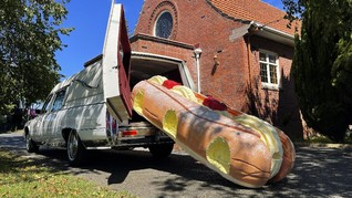 FOTO: Warna-warni Peti Mati, Seni di Pemakaman Selandia Baru