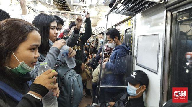 PT KAI telah mengizinkan kepada para penumpang untuk berbuka puasa di dalam kereta selama Ramadan.