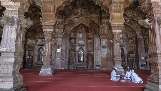 Masjid Ta'jul ialah masjid terbesar di India. Pembangunannya digagas oleh Ratu Bhopal yang diakui sebagai penguasa di usia enam tahun.