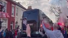 VIDEO: Pendukung Liverpool Lempar Kaca Bus Tim Real Madrid