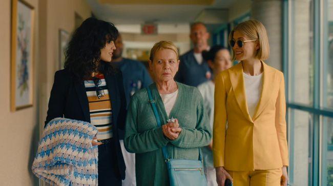 Film I Care a Lot menyajikan kekejaman di dunia bisnis panti jompo yang pragmatis, penuh tipu daya di dalamnya.