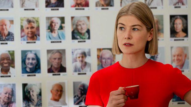 Beberapa hal dalam film I Care A Lot terinspirasi oleh kisah dan tokoh nyata yang sempat membuat gempar Amerika Serikat sekitar tahun 2017.