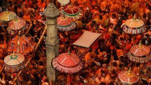 FOTO: Pesta Bubuk Merah di Festival Sindur Jatra Nepal