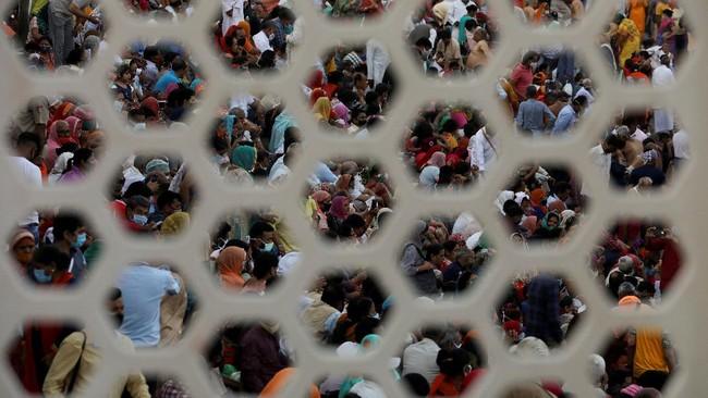Foto-foto pilihan CNN Indonesia pekan ini menampilkan festival Kumbh Mela di India, ladang kentang di Jerman, dan perjuangan rakyat Brasil melawan Covid.
