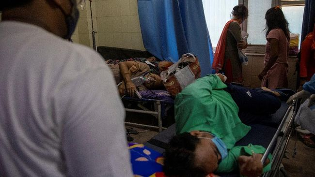 Sebanyak 22 orang pasien infeksi virus corona di India meninggal akibat kehabisan oksigen karena kebocoran tangki penampung.